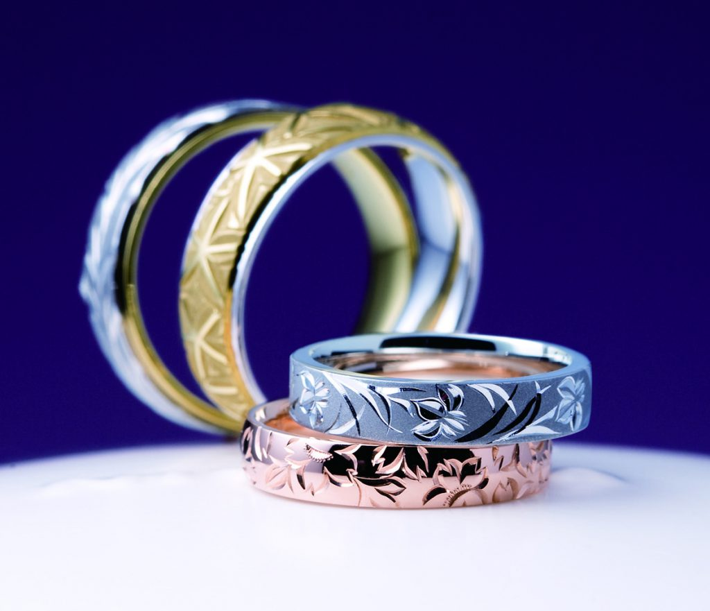 施された彫りが美しい!俄(にわか)の結婚指輪【花匠の彫】