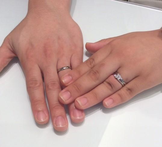 『ロイヤル・アッシャー』の婚約指輪と『オクターブ』の結婚指輪