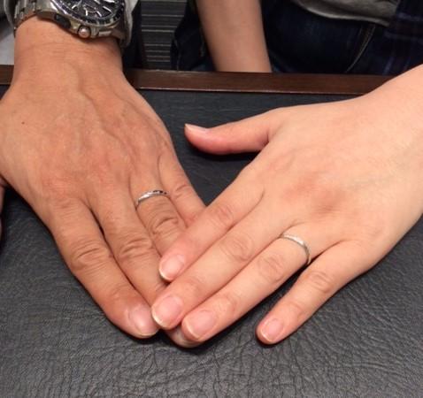 俄のプラチナ結婚指輪 『せせらぎ』(長岡市/M様・M様)