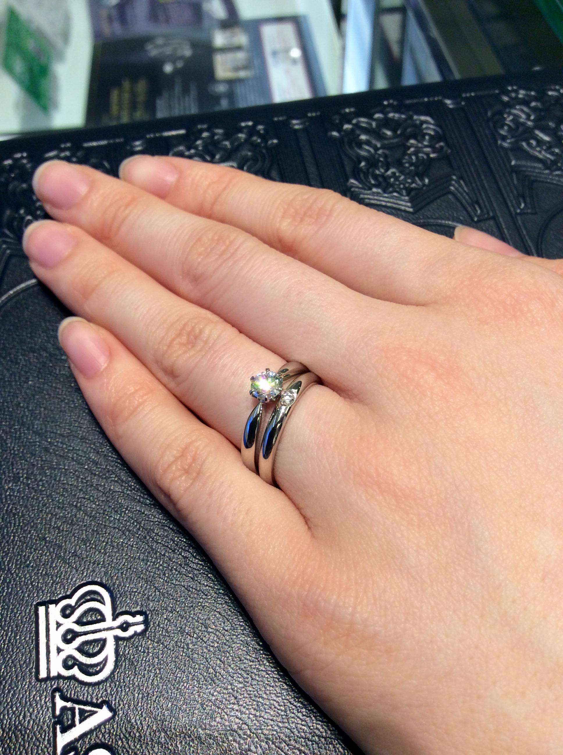 新潟で婚約指輪・結婚指輪の重ね着けをしたい女性必見!~シンプルセットリング編~