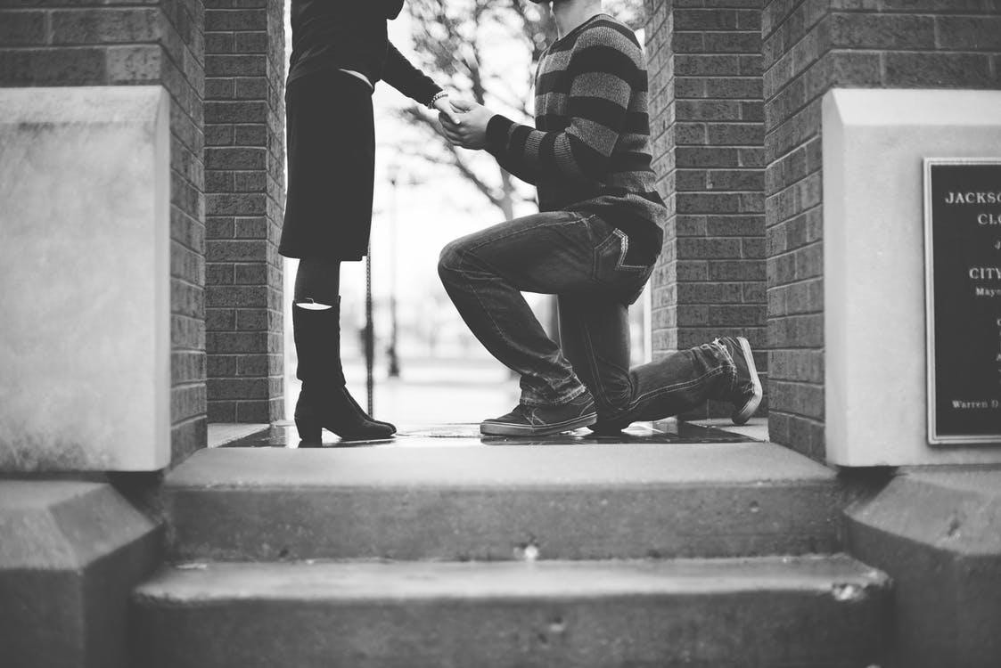 【プロポーズ男子に捧ぐ】婚約指輪ってどういう時に使うの? 婚約指輪指南書 vol.7