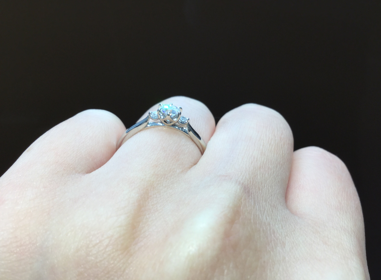 俄(にわか)婚約指輪 白鈴