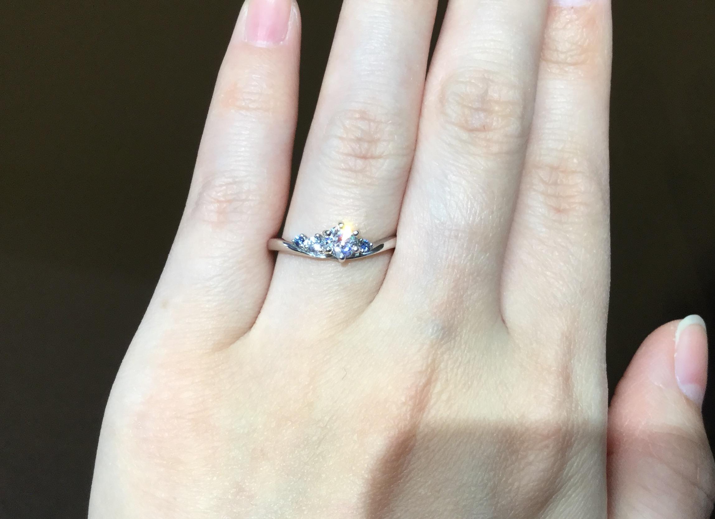 繊細な装飾が美しいルシエの婚約指輪②