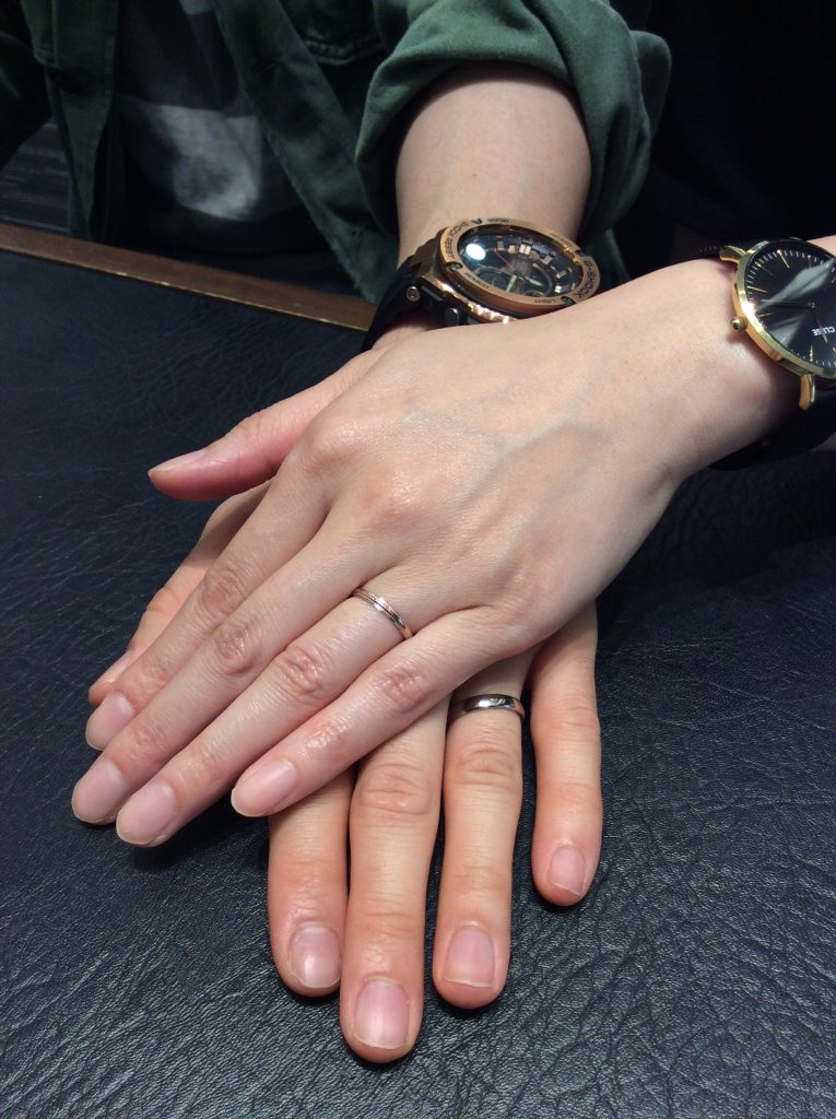 俄 ことほぎの結婚指輪 左 ナチュラルタイプ・ピンクゴールド2.0mm 右 ナチュラルタイプ・プラチナゴールド3.5mm