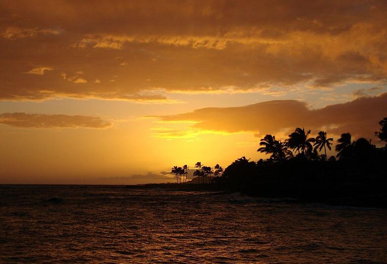 ハワイ 海と島夕焼け
