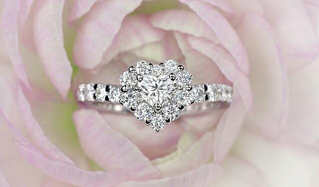 個性的な婚約指輪 /ハート型や四角のダイヤモンドを