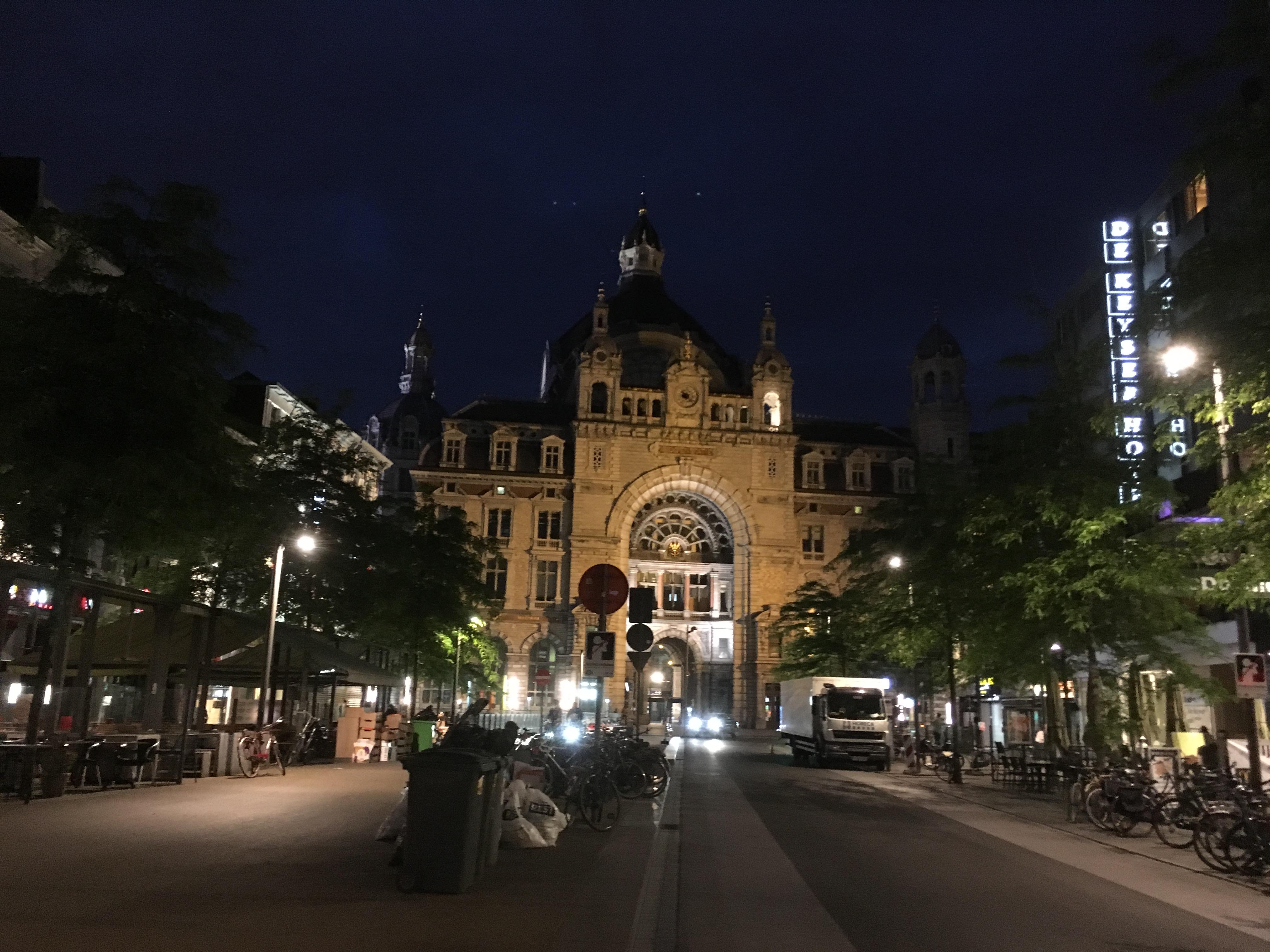 ベルギー アントワープ 駅舎の画像