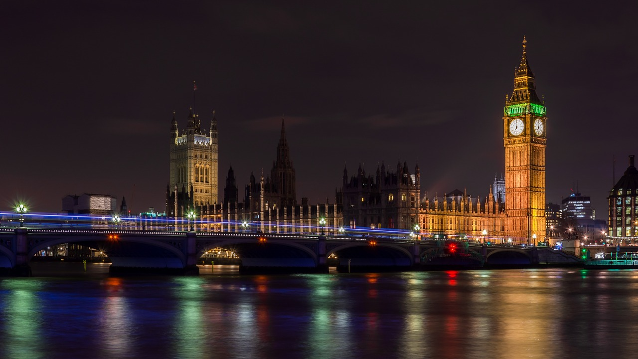 イギリス、ロンドン、タワーブリッジの夜景