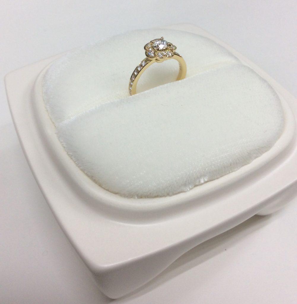 俄(にわか)NIWAKA 婚約指輪(エンゲージリング)花麗(はなうらら)