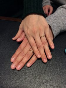 【俄(にわか)の結婚指輪】木目模様の温かみ/新潟市 万里雄様・瞳様