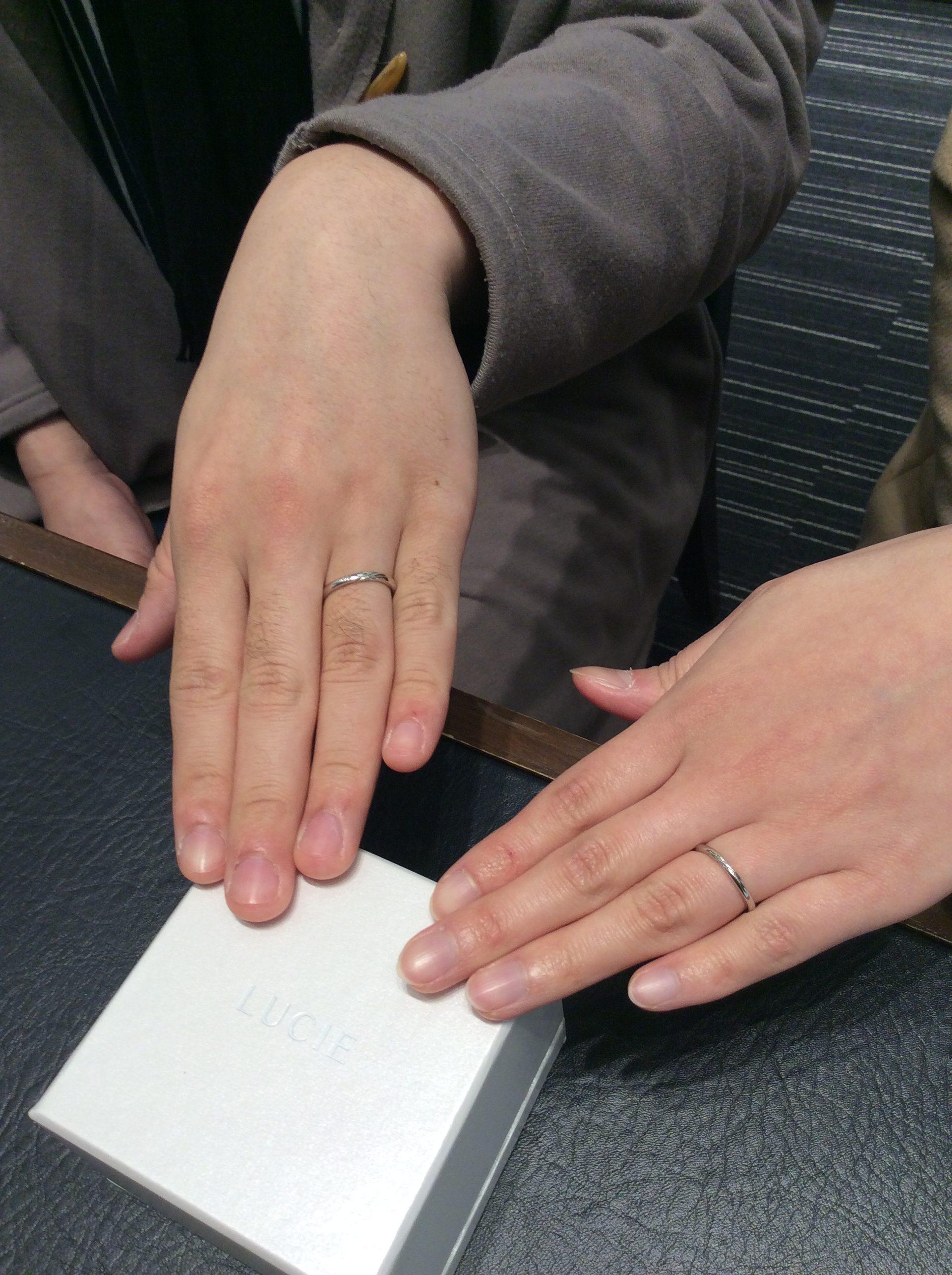 群馬県高崎市からご来店【ルシエの結婚指輪】波のように美しい「リップル」/大沼葵様・真衣様ご夫婦