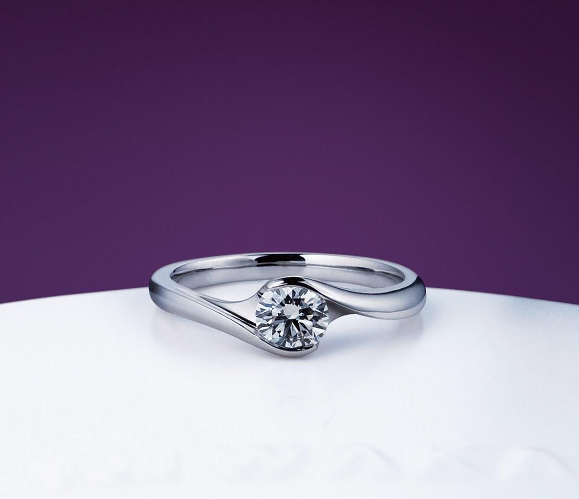 埋め込み(ダイヤモンド)婚約指輪の魅力と人気デザイン