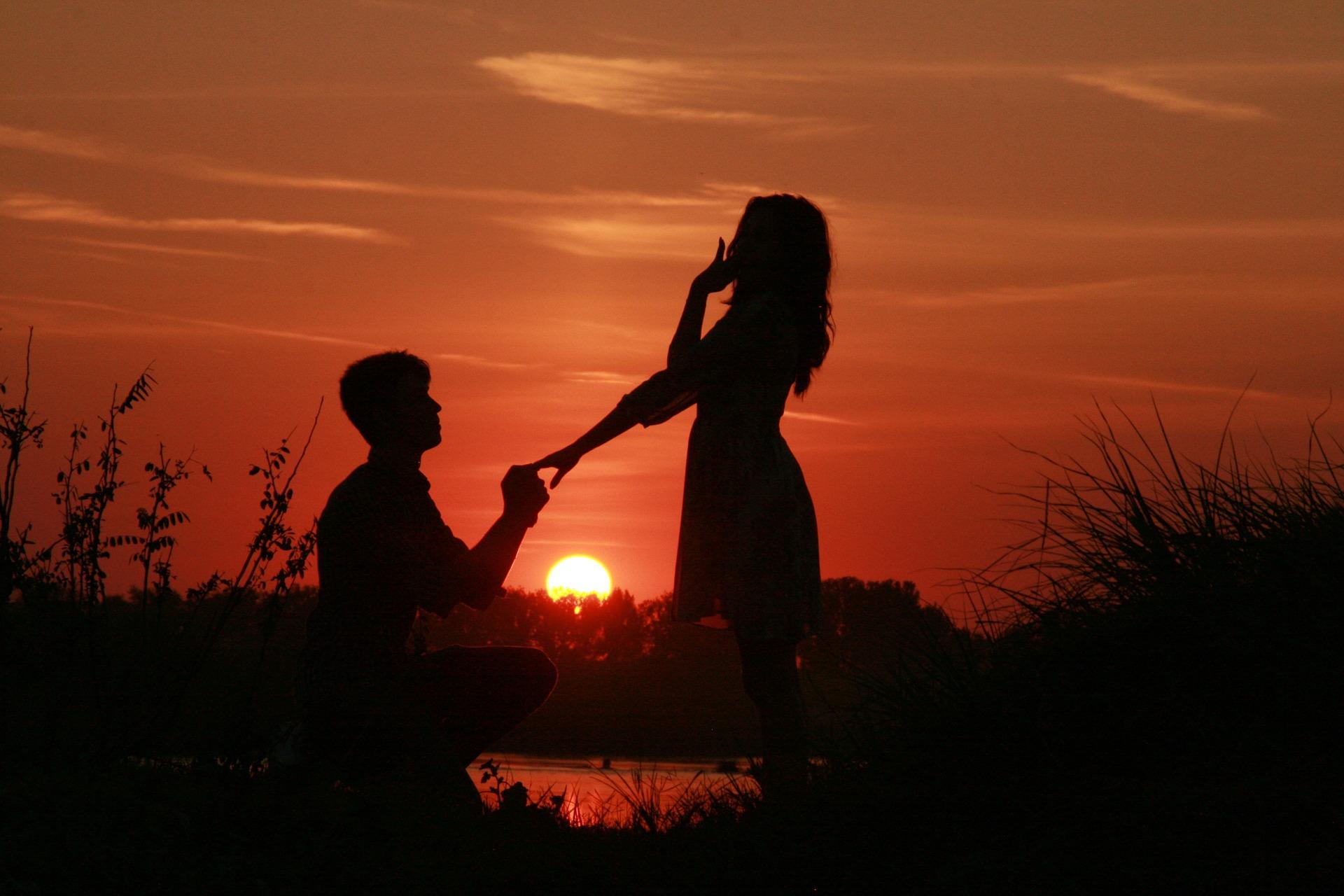 プロポーズは指のサイズがわからなくてもできる!最新の婚約指輪やプロポーズ方法
