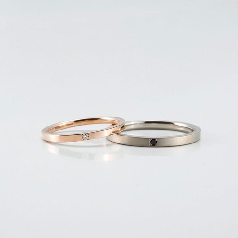 ラピュールの結婚指輪 右:ブラックダイヤモンド