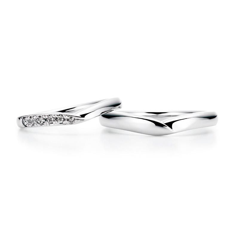 ロイヤル・アッシャーのV字の結婚指輪