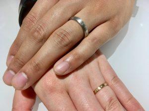 木目の結婚指輪に一目惚れ。俄の京杢目をご成約、新潟市H様・S様