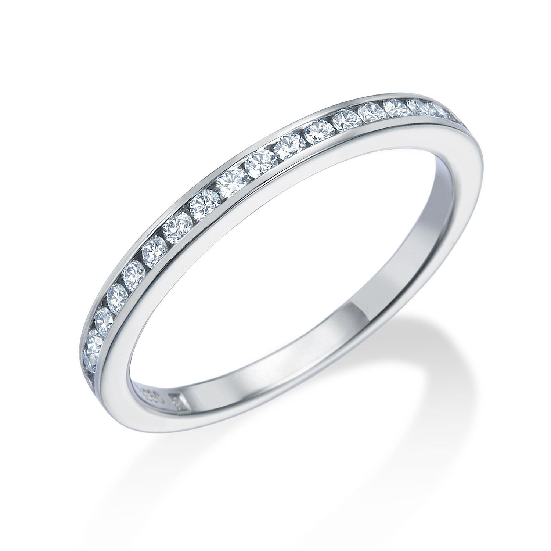 エタニティリングを結婚指輪に!ダイヤモンドの輝きが決め手。燕市M様・C様