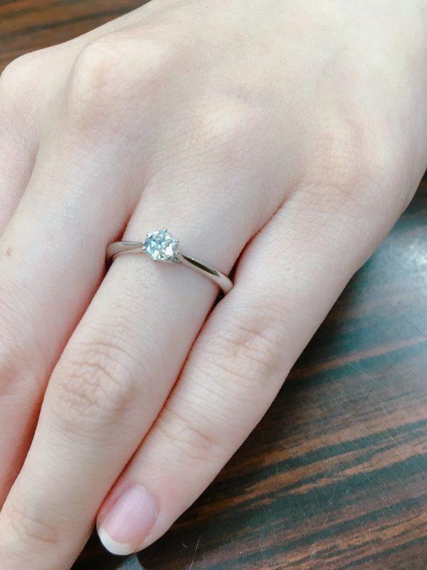 王道デザインの婚約指輪