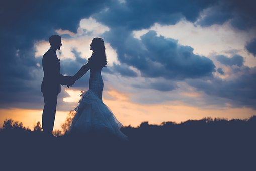 婚約指輪を買う前に考えるべきポイント