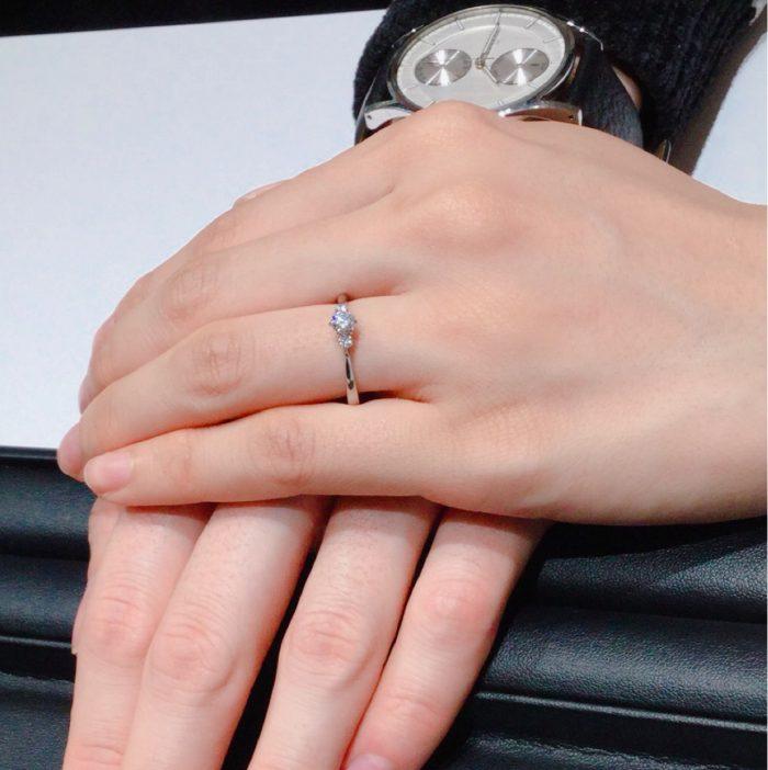 フェアリープラチナムの婚約指輪「リリーズ」