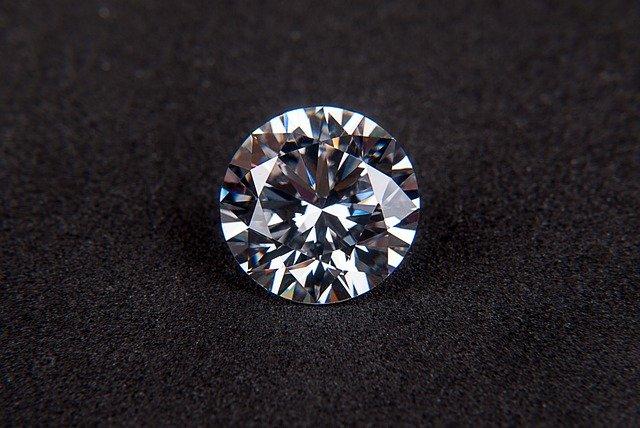 ダイヤモンドの輝きの種類|これであなたも目利きに!ダイヤモンドの輝きの違いに迫る