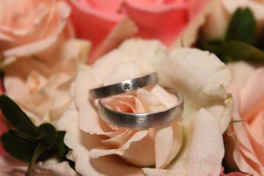 結婚指輪はいくらで用意できる?値段別に解説します