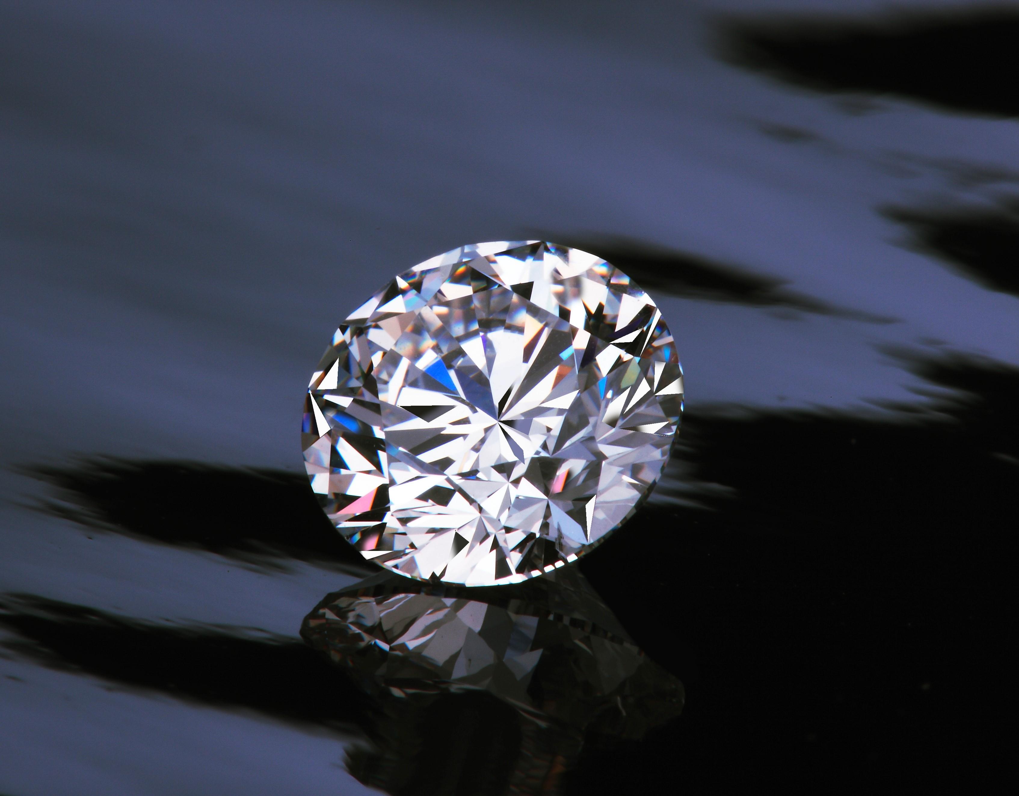 ダイヤモンドの4Cの優先順位とは?どれを重視すべきかタイプ別にご紹介