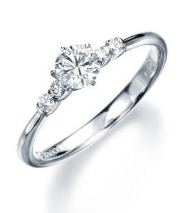 モニッケンダムのヨーロピアンカットの婚約指輪