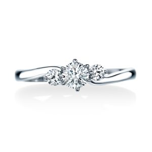 ロイヤル・アッシャーのヨーロピアンカットの婚約指輪