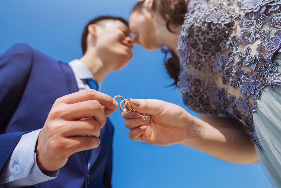結婚指輪を外す時はいつ?変色や紛失を防ぐため、外した方が良い場面