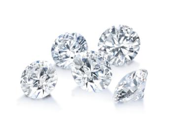 みんなが選んだダイヤモンドのカラット数は?相場やサイズ感を徹底比較!