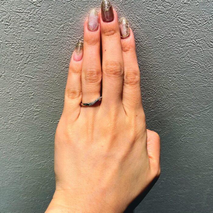 深めなV字の結婚指輪
