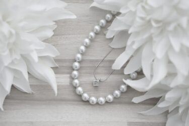 結婚指輪をネックレスに いつでも身につけて過ごせる方法