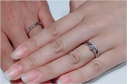 ダイヤモンドの輝きと指輪のラインが決め手