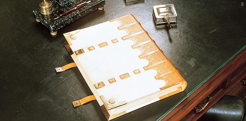 ロイヤル・アッシャー社には、「ゴールデンブック」と呼ばれる来賓名簿が保管されています。「ゴールデンブック」には、世界の王室、皇室、各国首脳などがご署名されており、世界のVIPの方々の署名が連ねられています。