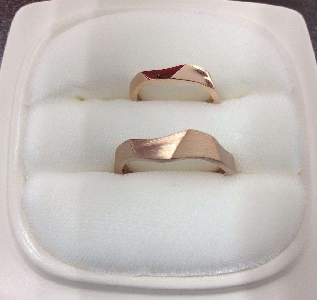 俄結婚指輪「相互」ヘアラインピングゴールド