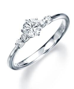 婚約指輪 5石 モニッケンダム